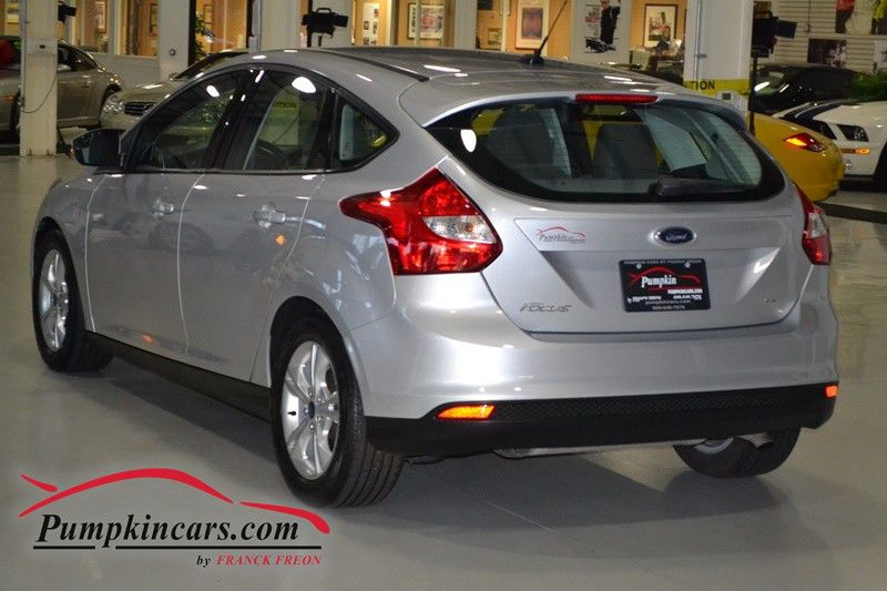 2014 ford focus se manual hatchback